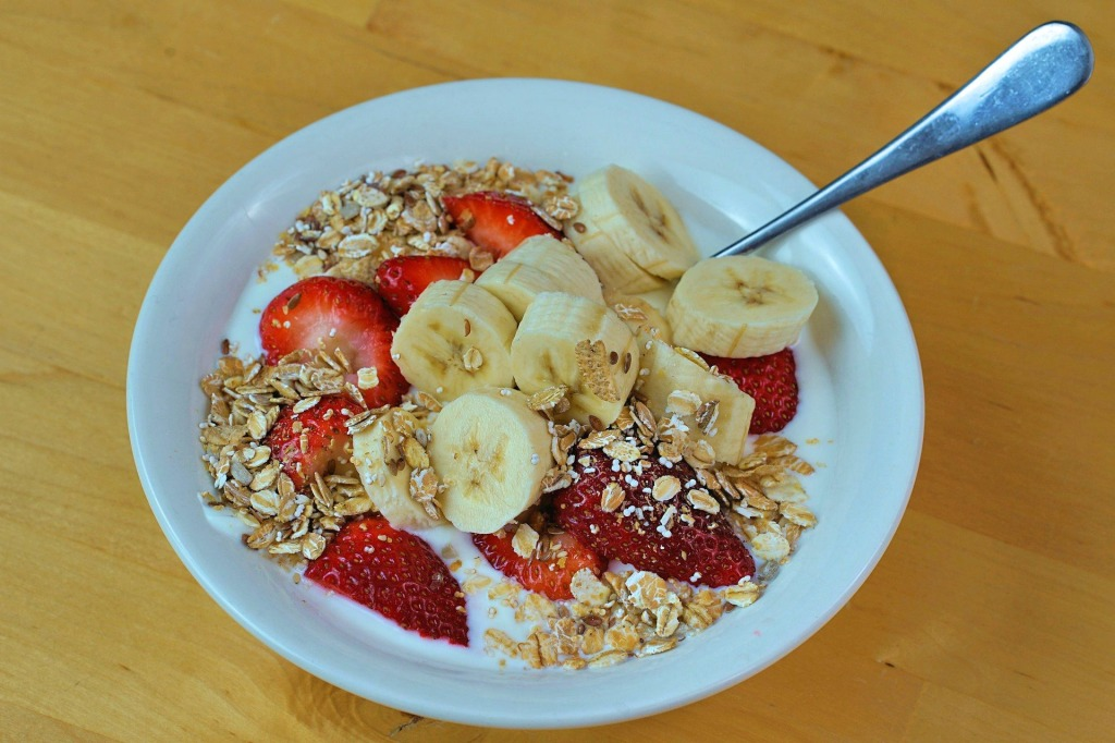Muesli with Yogurt and Banana